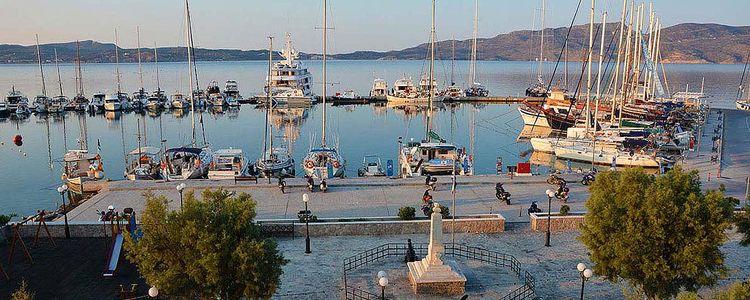 Адамас - паромный порт и единственная яхтенная марина на Милосе
