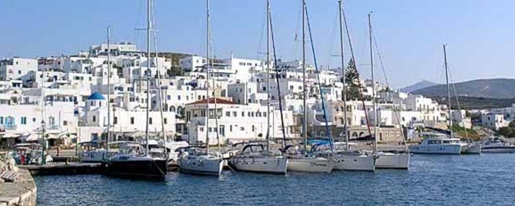 Яхтенная марина Наусса на острове Парос