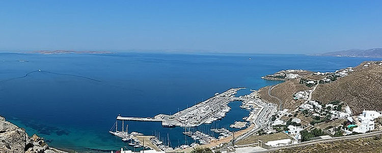 Яхты в марине Миконос. Остров Миконос. Киклады. Греция