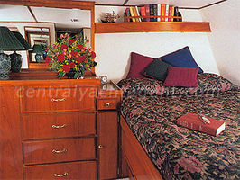En-Suite Queen berth.