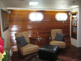 Main Salon to Starboard