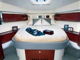 Master cabin, queen bed
