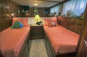 Amidships twin suite