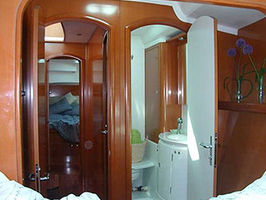 Guest cabin & bathroom